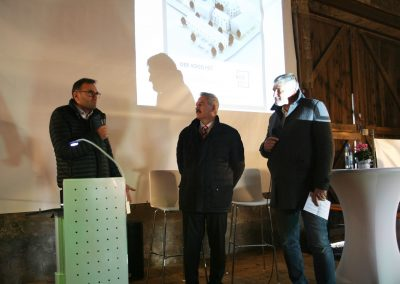 v.links: Vorstand Erik Koller, 1.Bürgermeister Roland Schmitt, Moderator Hr. Hufgard
